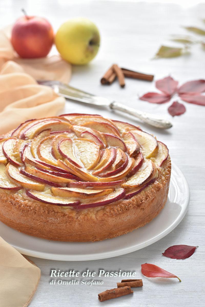 crostata rosa di mele con crema