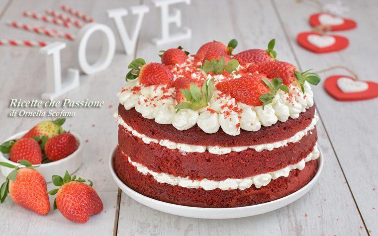Red Velvet Cake con frosting al formaggio e fragole