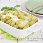 Gnocchi al forno con pesto e mozzarella