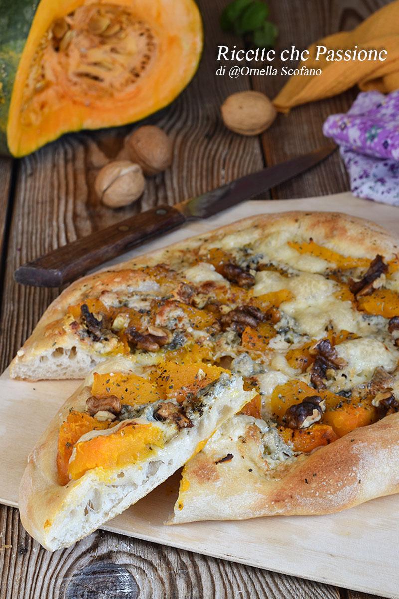 pizza zucca e gorgonzola con noci