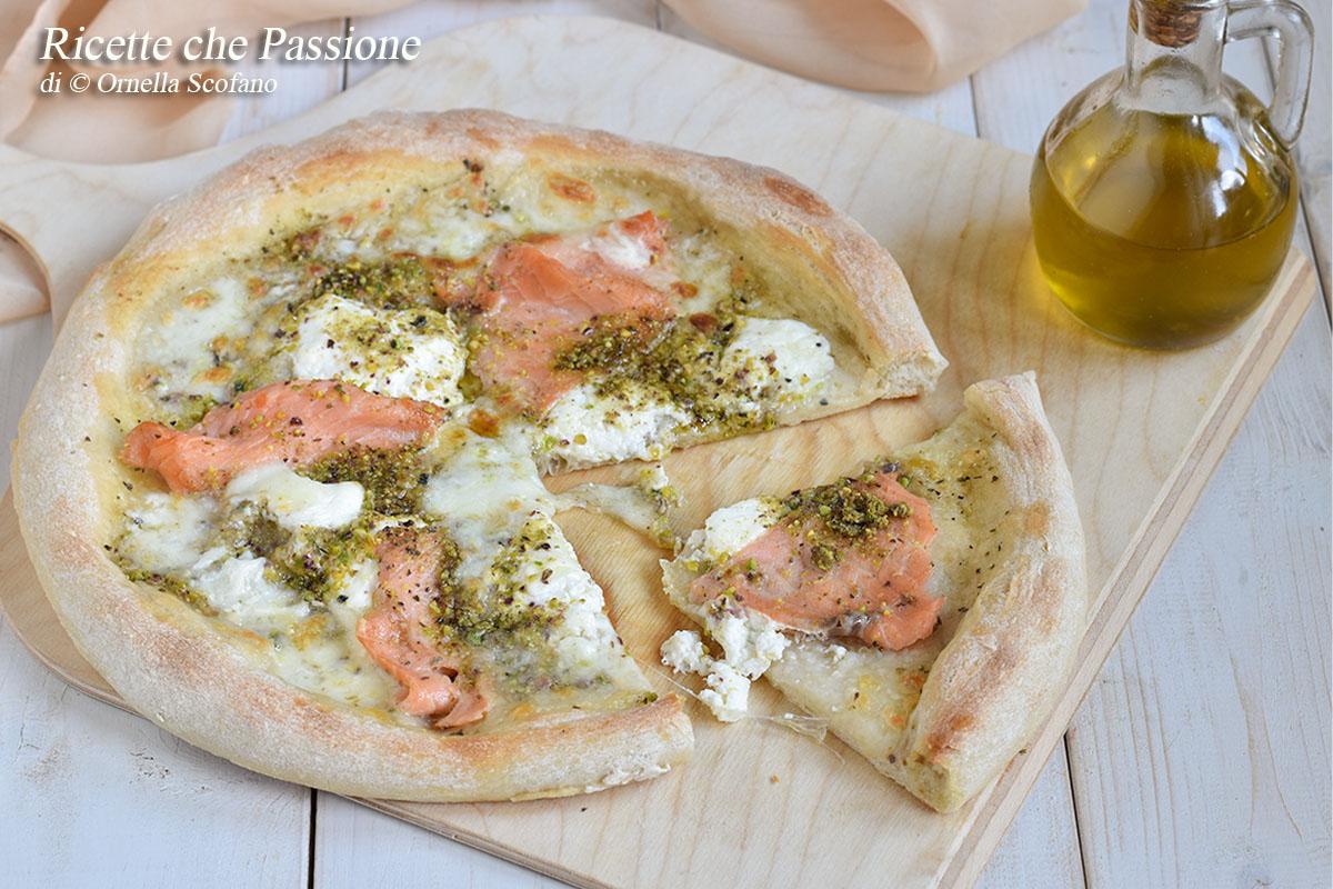 pizza salmone burrata e pistacchi
