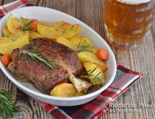 Stinco alla birra con patate – stinco alla bavarese