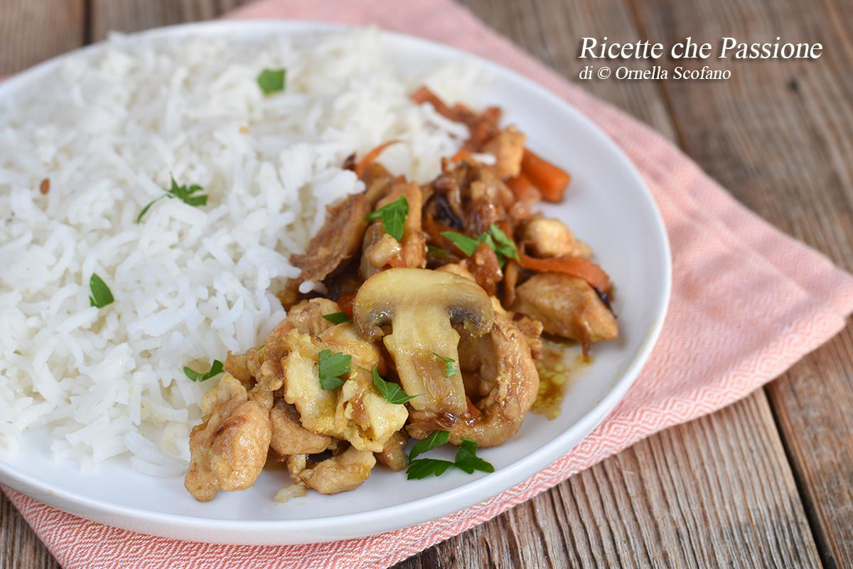 pollo con verdure e salsa di soia e riso basmati