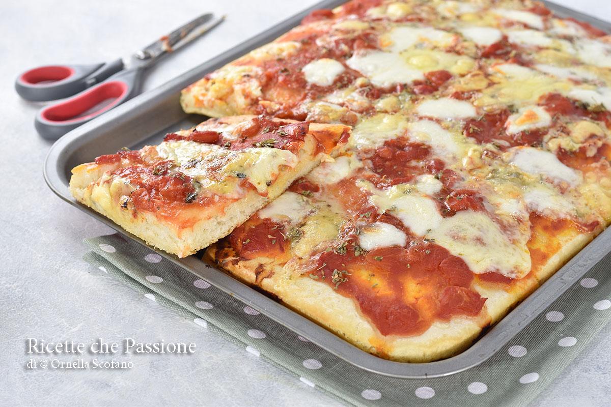 pizza in teglia veloce con poco lievito
