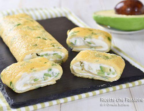 Rotolo di frittata con formaggio e avocado