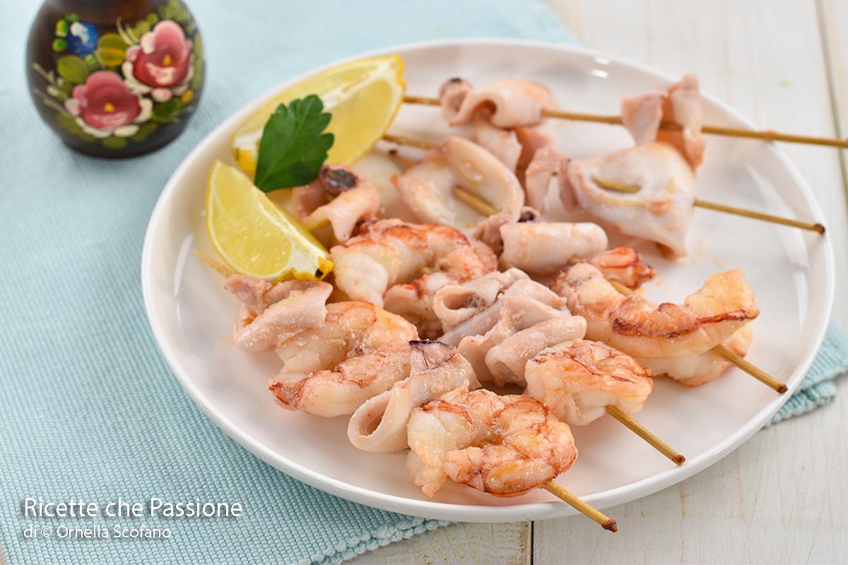 spiedini di pesce in padella ricetta semplice