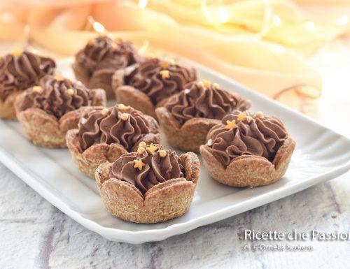 Tartellette di frolla alla cannella con ganache al cioccolato