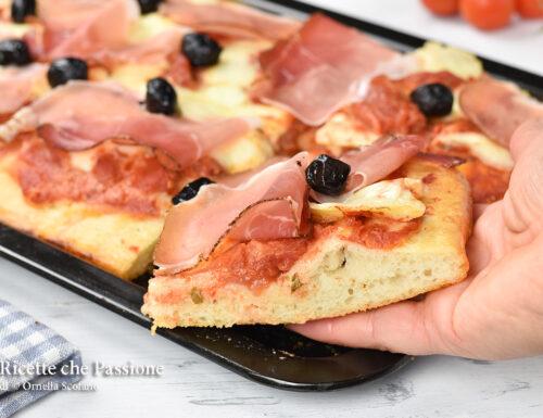 Pizza in teglia veloce e soffice con speck