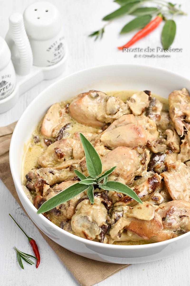 ricetta pollo con panna e funghi