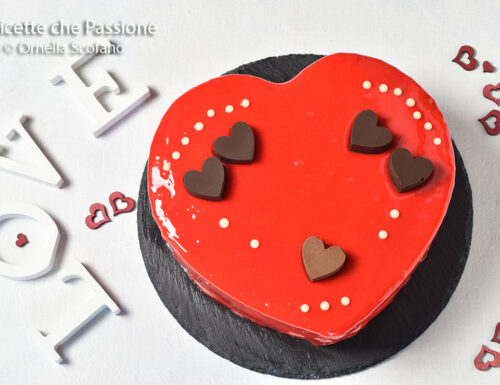 Torta con glassa a specchio – un cuore al cioccolato