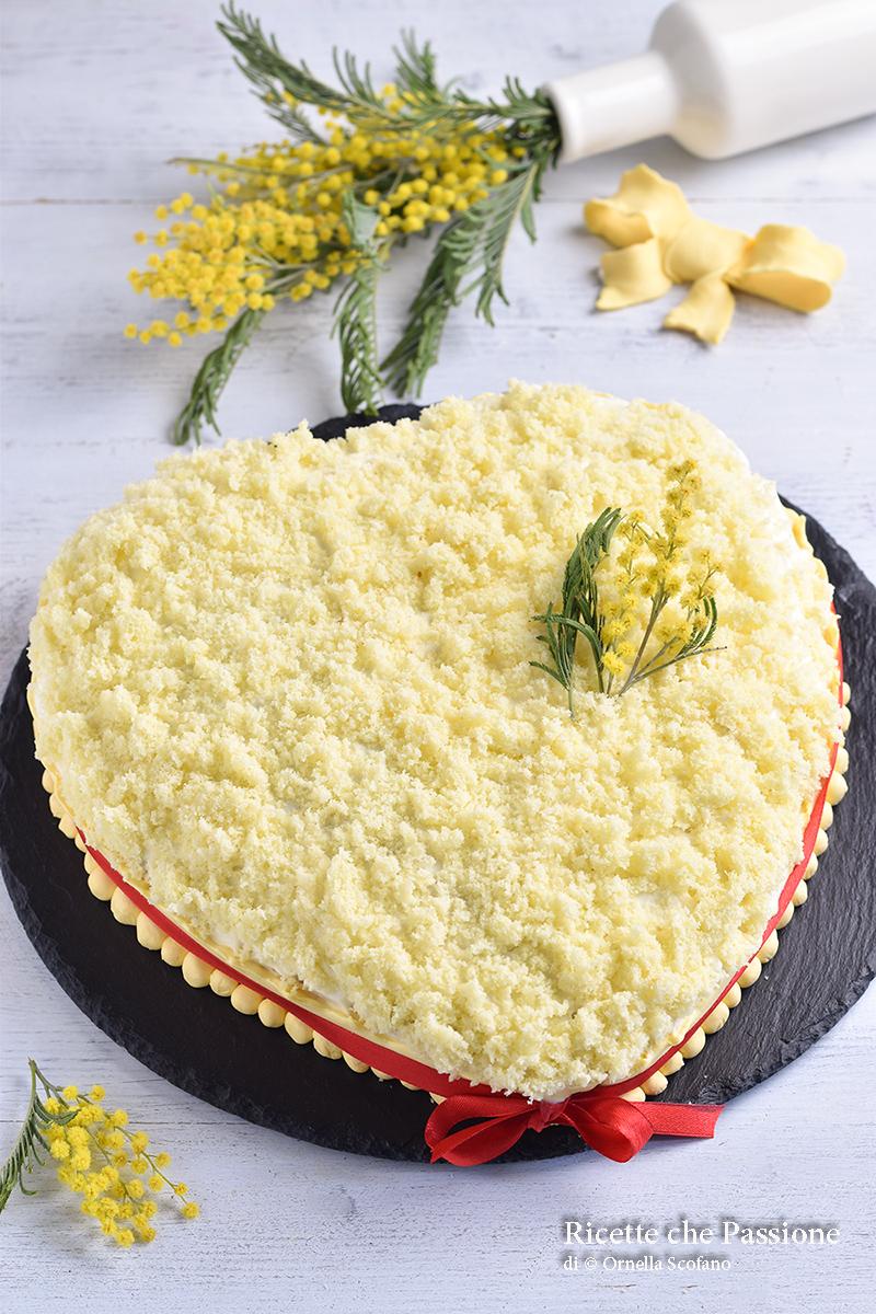 torta mimosa con un solo pan di spagna