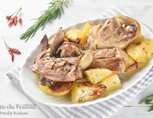 Agnello al vino bianco al forno con patate