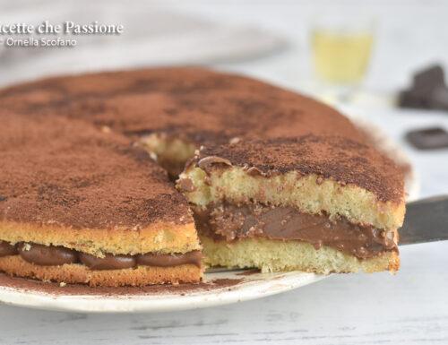 Torta semplice con crema al cioccolato fondente