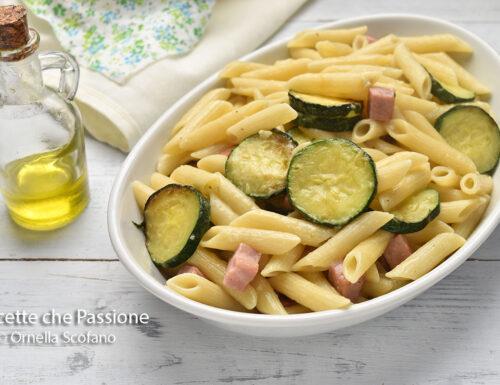 Pasta con zucchine e prosciutto cremosa