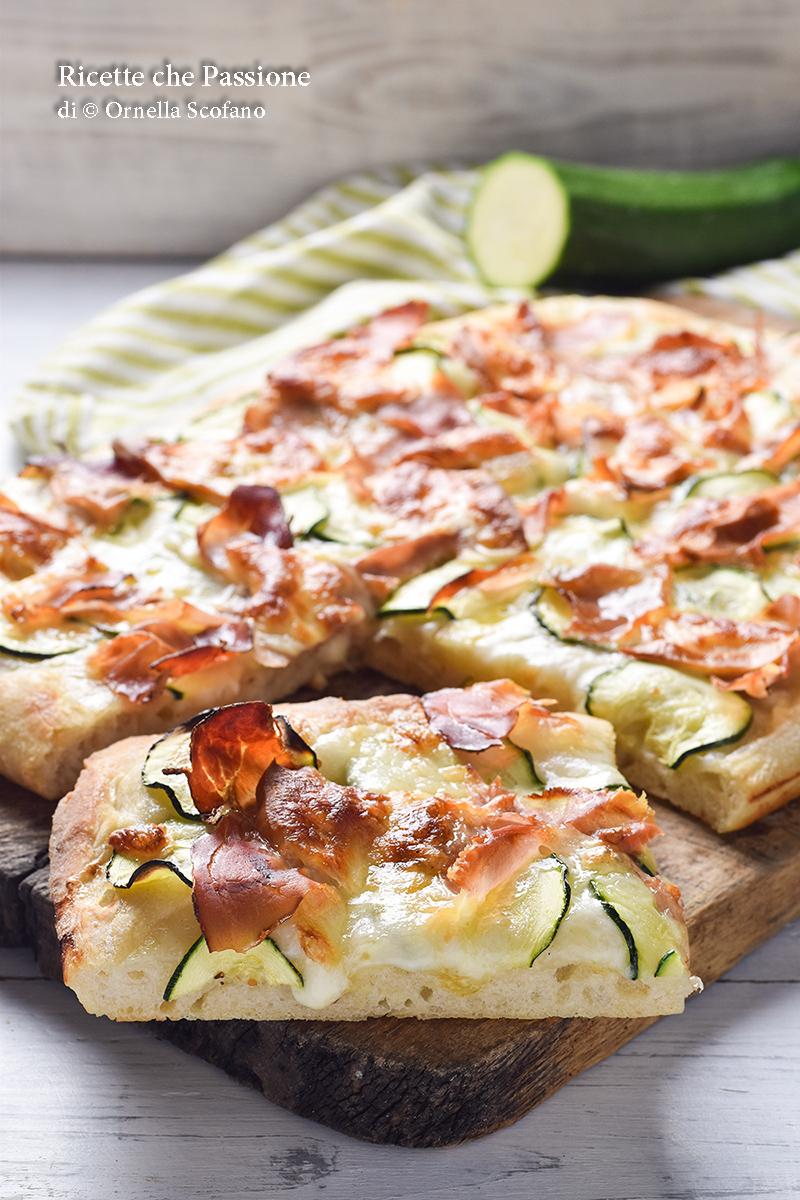 pizza perfetta pizza con zucchine speck e provola affumicata