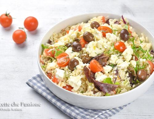 Insalata di riso alla greca con feta
