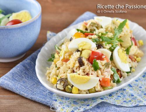 Insalata di riso vegetariana senza tonno