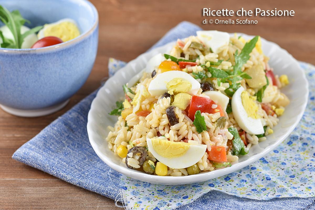 come fare una ricca insalata di riso leggera e saporita