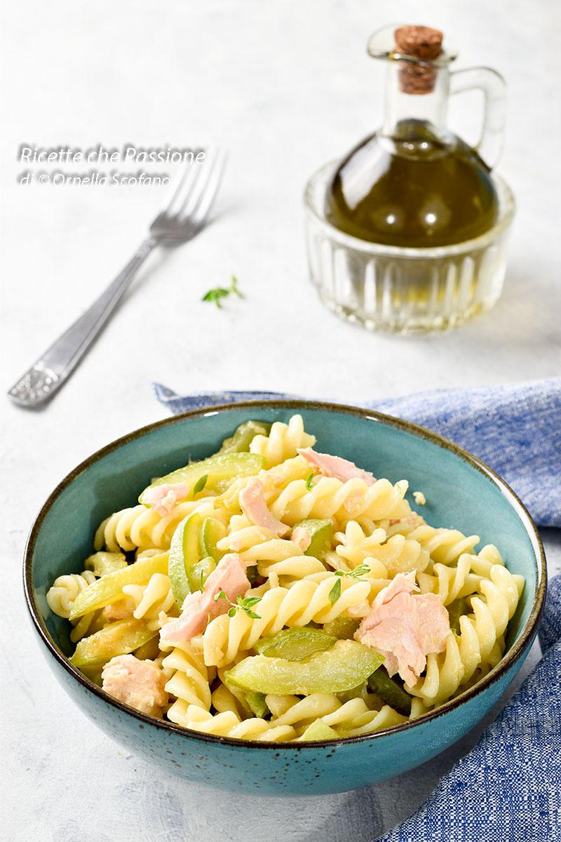 come fare una buona insalata di pasta con salmone sott'olio