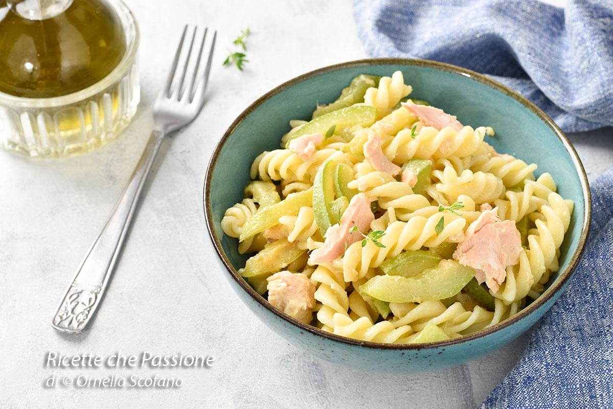 pasta con zucchine e salmone sott'olio
