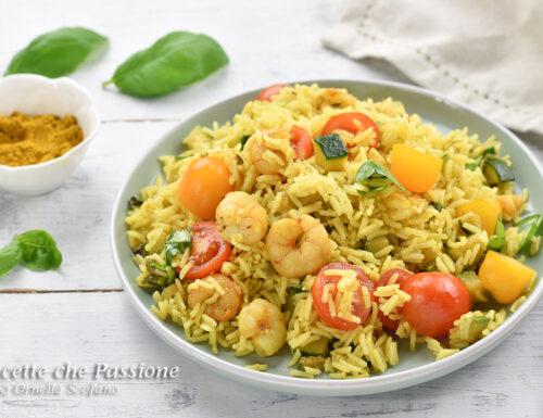 Insalata di riso con gamberetti e zucchine al curry
