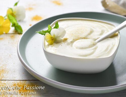 Salsa al curry leggera allo yogurt con maionese