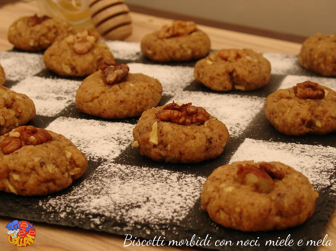 Biscotti morbidi con noci, miele e mela