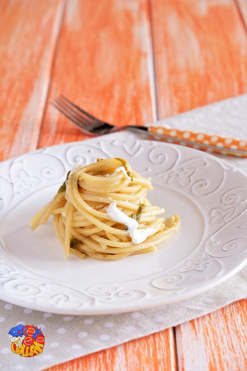 spaghetti con burrata, alici e fiori di zucca