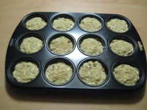 I muffin salati noci e Parmigiano Reggiano prima di essere infornati