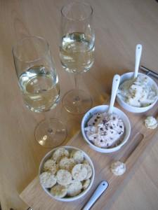 Aperitivo finger food con Grok, le mousse e vino prosecco