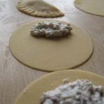 La preparazione dei ravioli fatti in casa