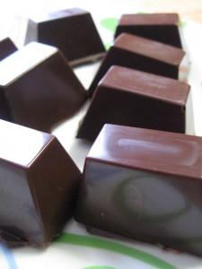 Torroncini ricoperti di cioccolato o cioccolatini ripieni di torrone morbido