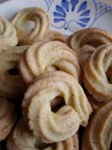 Paste di meliga - Biscotti con farina di mais su piatto Colì