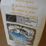 Farina biologica di grano tenero macinata a sasso di Molino Ronci