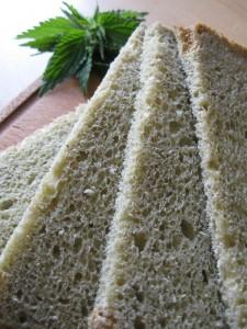 Pane alle ortiche fatto con la macchina del pane