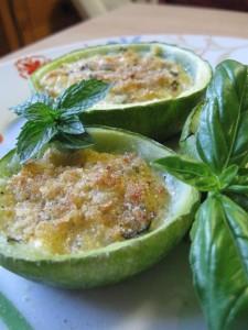 Zucchine ripiene di mozzarella con menta e basilico