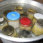 La sterilizzazione dei vasetti di mais al naturale