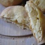 Biscotto con farina di farro monococco ripieno alla mela