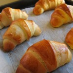 Croissant di pan brioche appena sfornati
