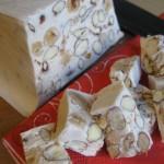 Torrone morbido fatto in casa con nocciole e mandorle
