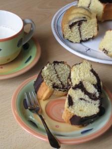 Ciambella bicolore da colazione