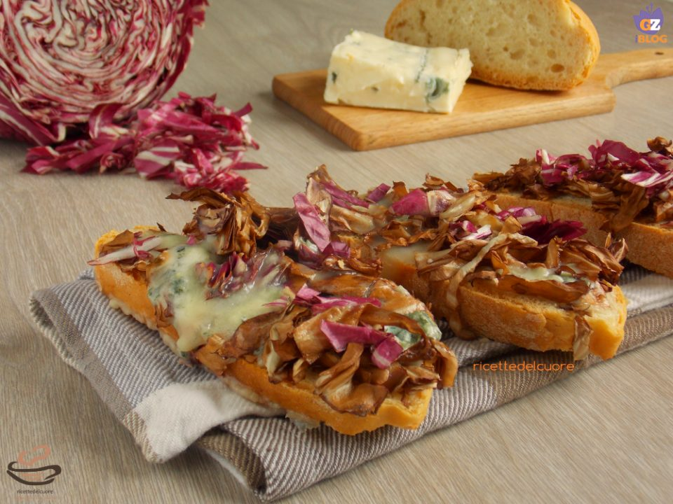 Crostoni radicchio rosso e gorgonzola