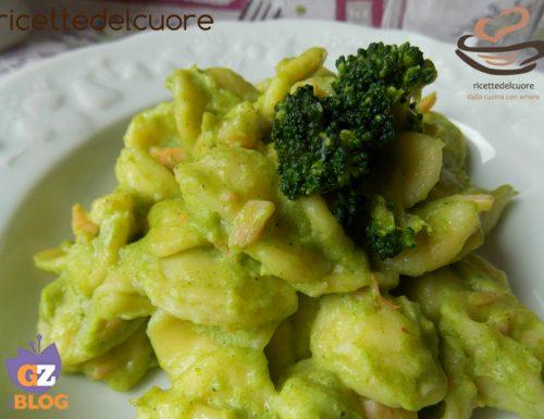 Orecchiette con crema di broccoli al latte e salmone