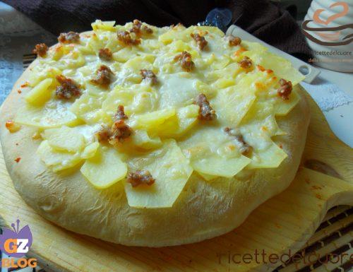 Pizza patate stracchino e salsiccia