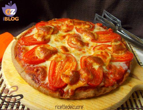Pizza integrale al pomodoro origano e scamorza