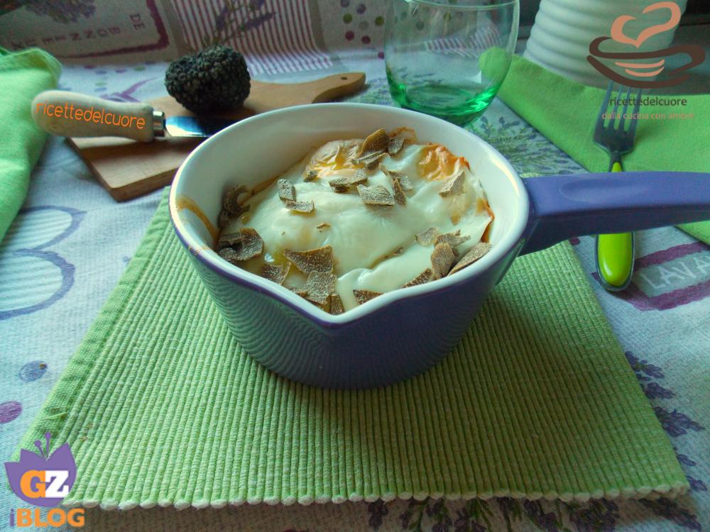 Cocotte uova scamorza e tartufo estivo