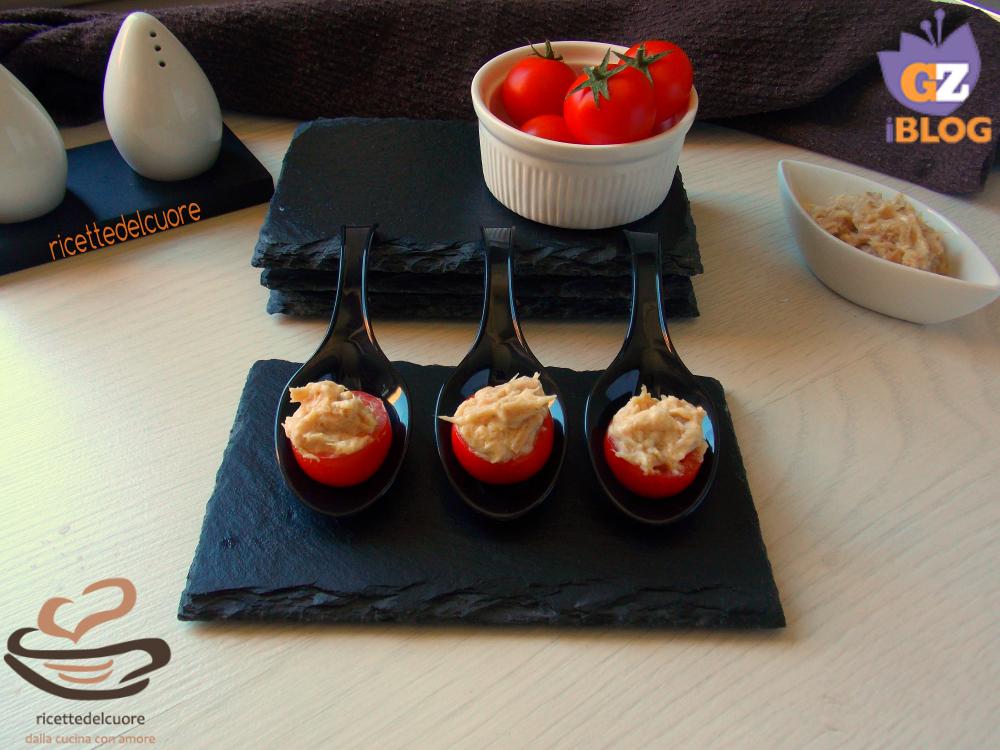 Finger di pomodorini e mousse di tonno