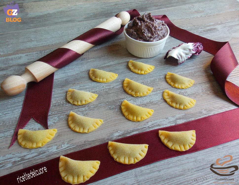 Mezzelune radicchio rosso noci e gorgonzola
