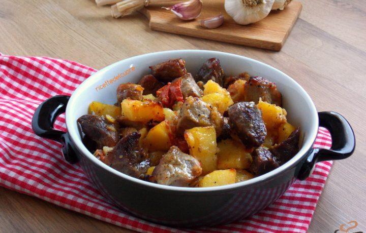 Bocconcini di maiale al forno con le patate