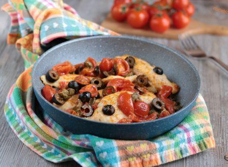 Petti di pollo capperi olive e pomodorini